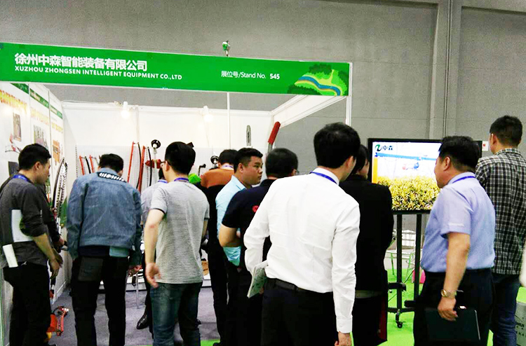 people At the booth of BOMA TOOLS